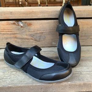 VIONIC AILIE MARY JANE ATHLETIC SHOES 7.5